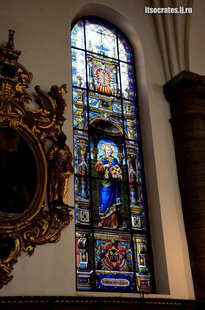 Немецкая церковь одна из знаменитых церквей Стокгольма -витражи в церкви Св. Гертруды