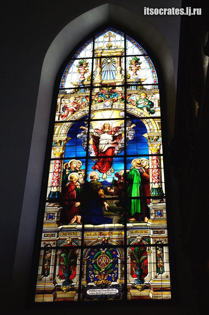 Немецкая церковь одна из знаменитых церквей Стокгольма -витражи в церкви Св. Гертруды в старом городе