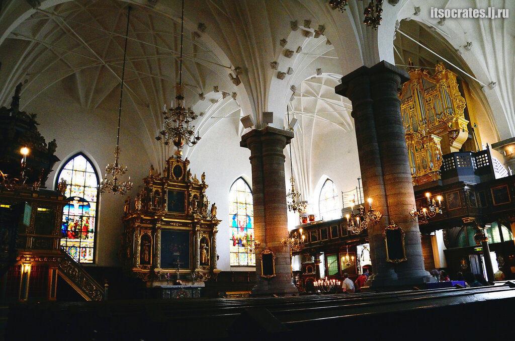 Старая церковь Гертруды в Стокгольме - интерьер церкви