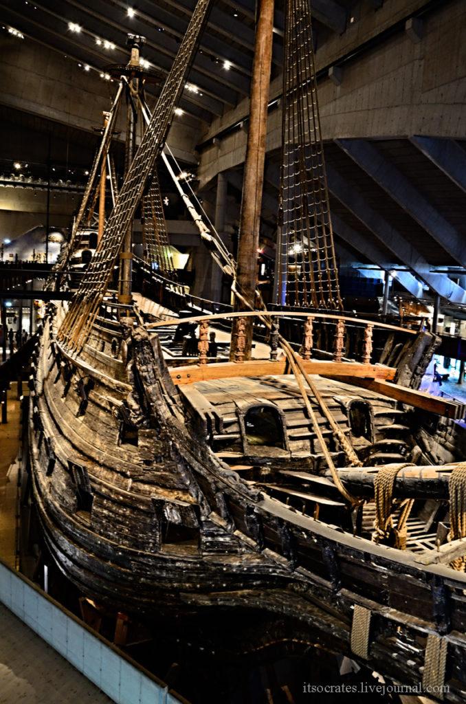 Музей Васа - палуба корабля с вантами и бушпритом