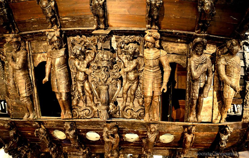 Музей Васа в Стокгольме главная достопримечательность - фигуры корабля вырезанные из дерева