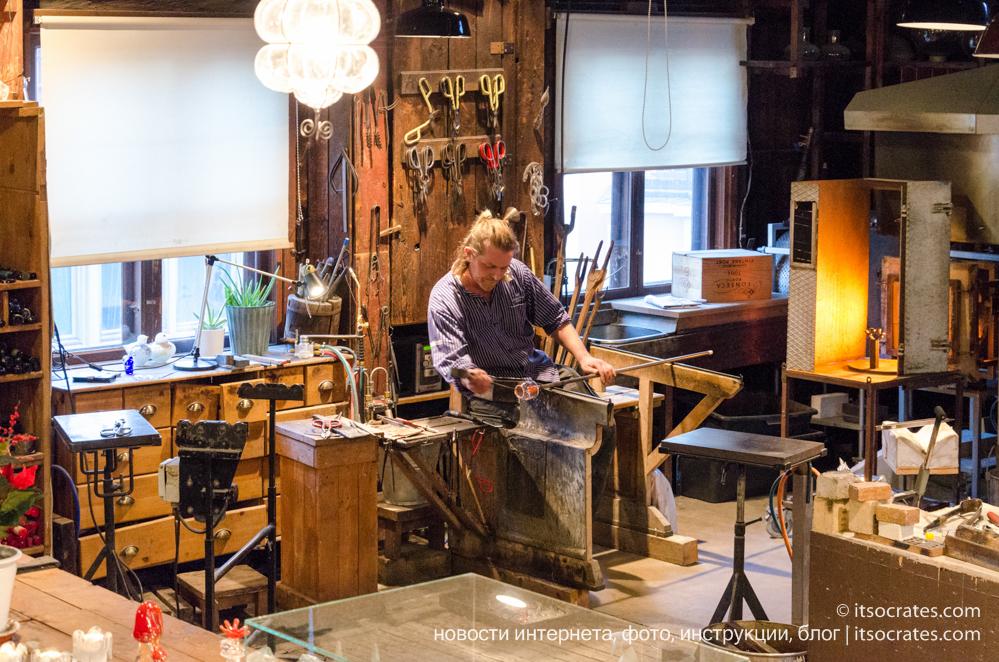 Скансен музей под открытым небом в Стокгольме - промышленный квартал мастерская стеклодувов