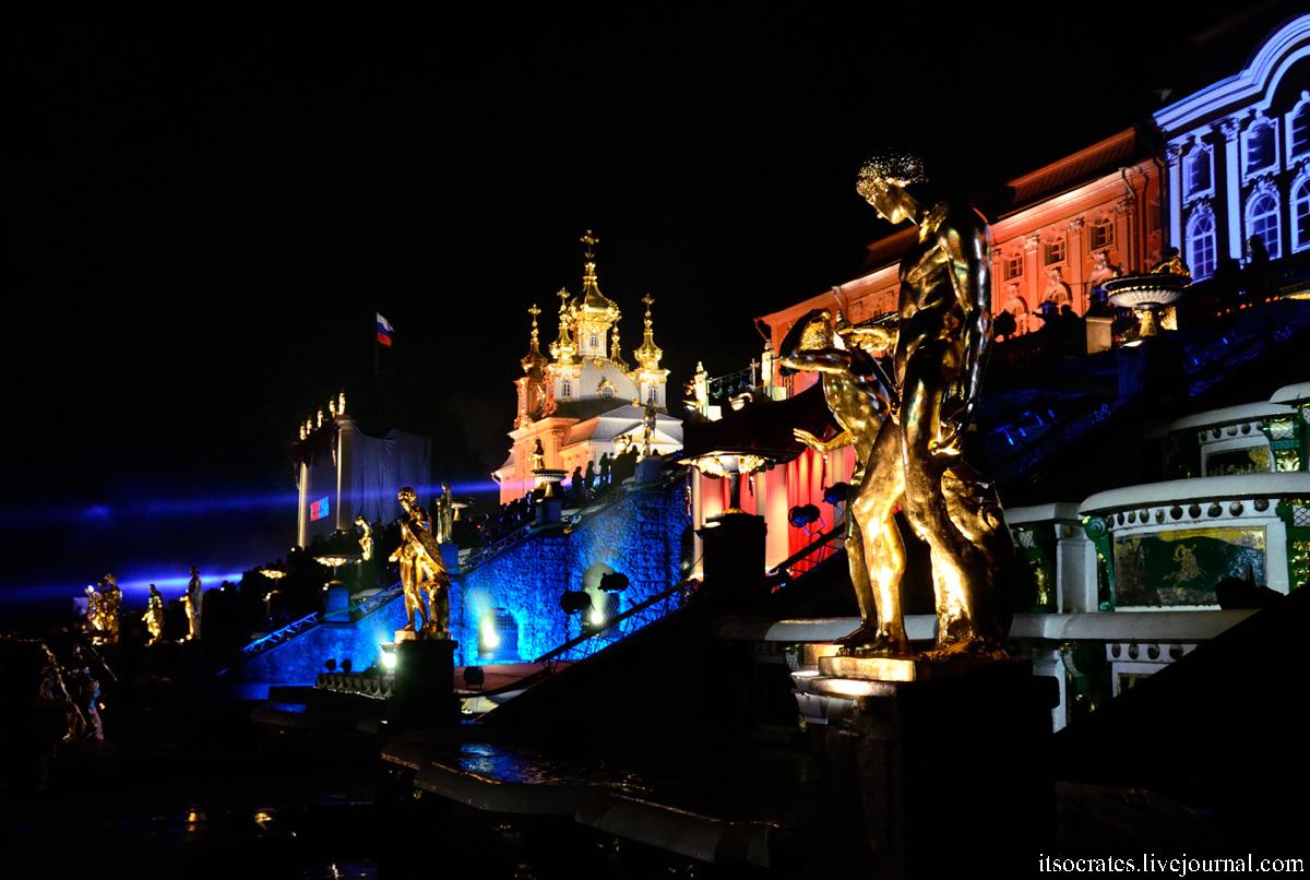 Обзор, фотографии шоу фонтанов в Санкт-Петербурге