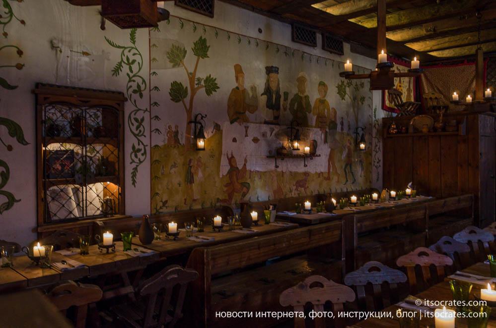 Ресторан в старом городе Таллина - Olde Hansa - интерьер в средневековом стиле без электрических ламп