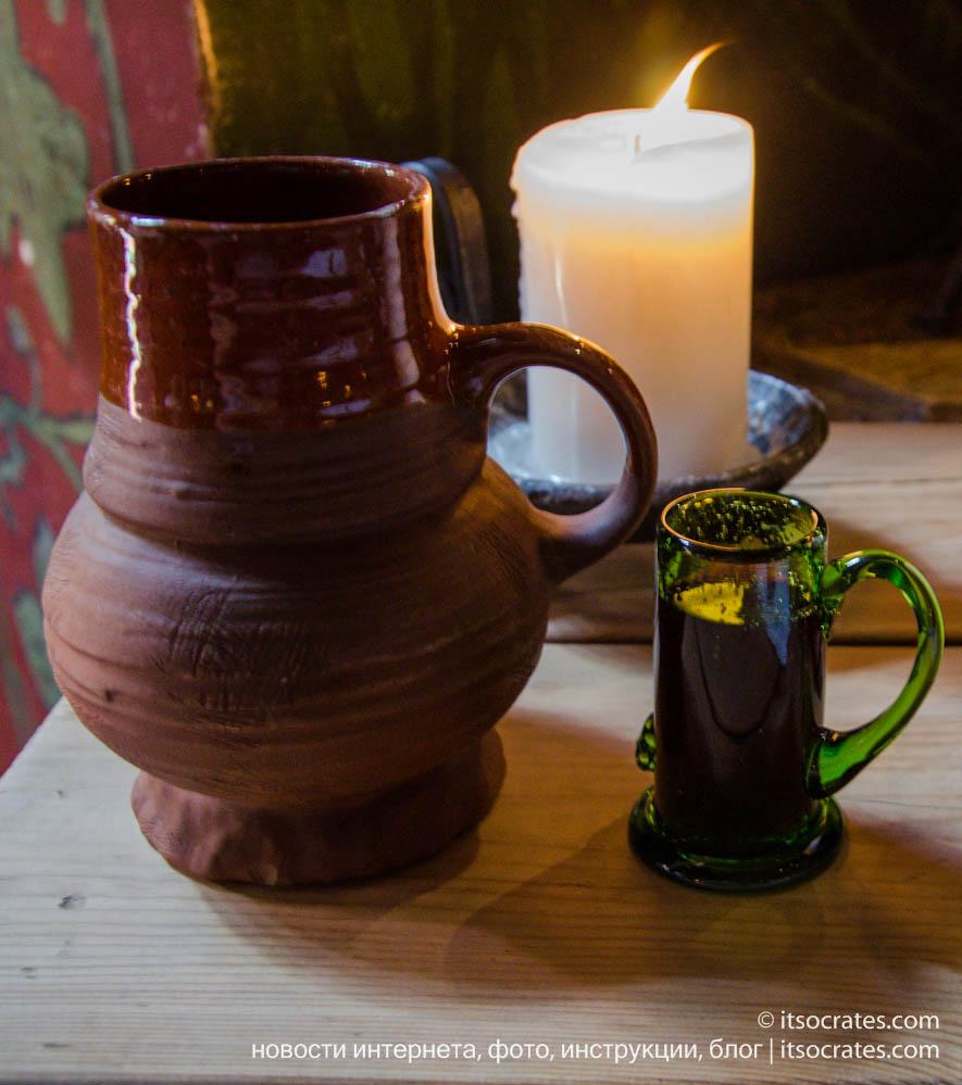 Ресторан в старом городе Таллина - Olde Hansa - глиняная посуда для медового пива
