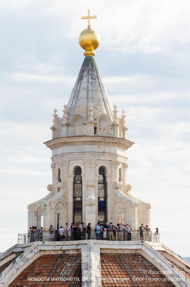 Купол Брунеллески и колокольня собора Санта-Мария-дель-Фьоре во Флоренции - вид на купол с колокольни - можно подняться на вершину купола Брунеллески и посмотреть Флоренцию