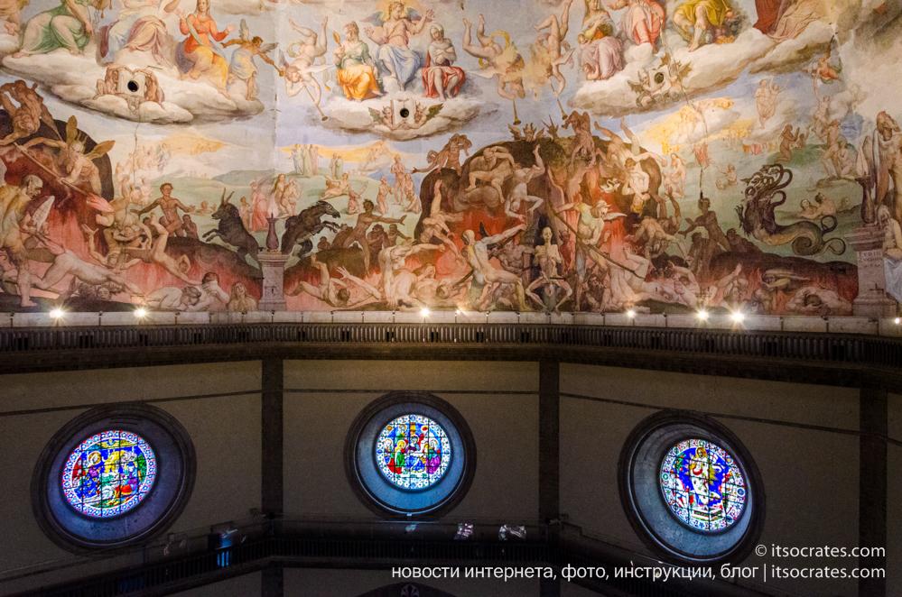 Купол Брунеллески и колокольня собора Санта-Мария-дель-Фьоре во Флоренции - вид на купол с колокольни - фрески купола и витражи собора