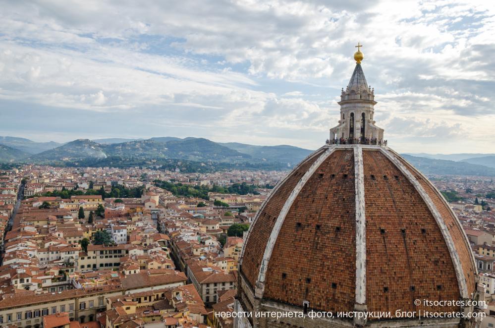 Купол Брунеллески и колокольня собора Санта-Мария-дель-Фьоре во Флоренции - вид на купол с колокольни - вид на Флоренцию  и купол Брунеллески с колокольни