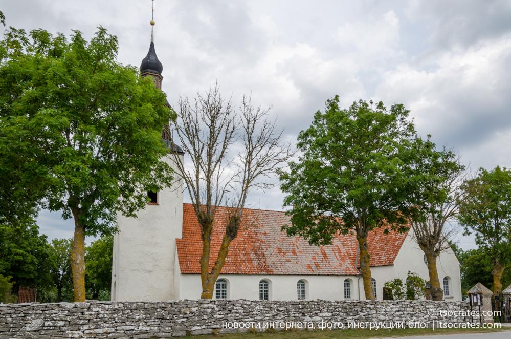 Остров Форё рядом с островом Готланд - церковь на острове
