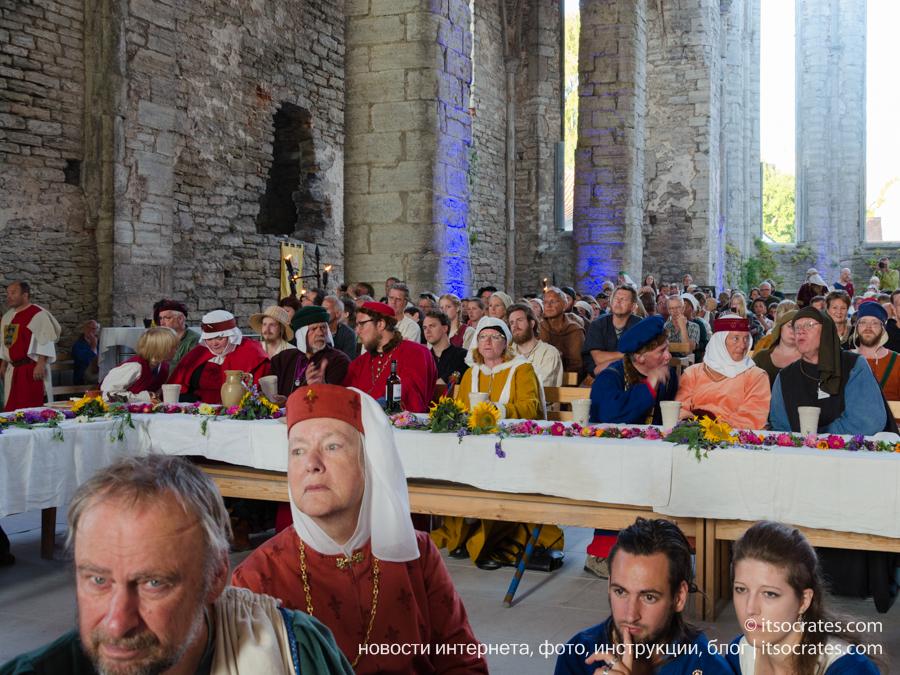 Фестиваль Неделя средневековья на острове Готланд в Швеции - шведская знать пирует