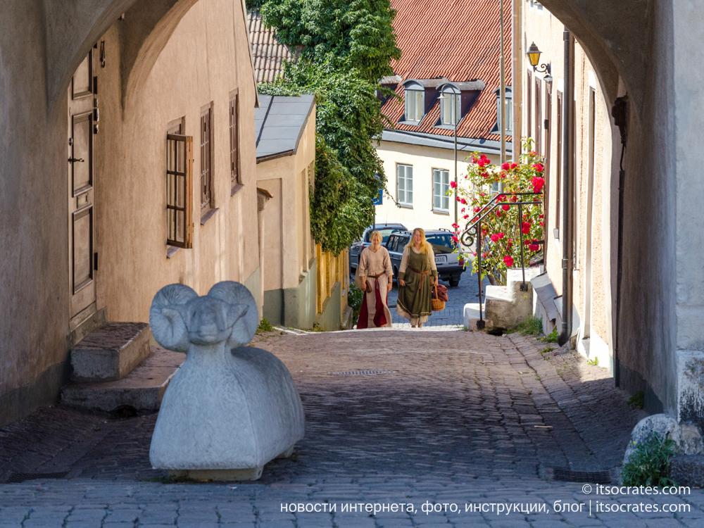 Фестиваль Неделя средневековья на острове Готланд в Швеции - в древних нарядах