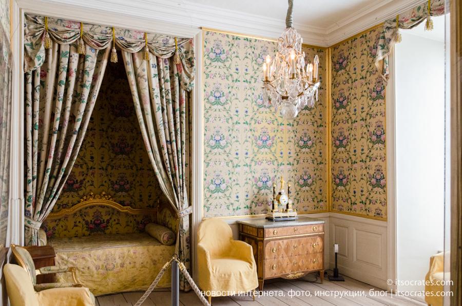 Замок Грипсхольм в Швеции - интерьер спальни принцессы Швеции