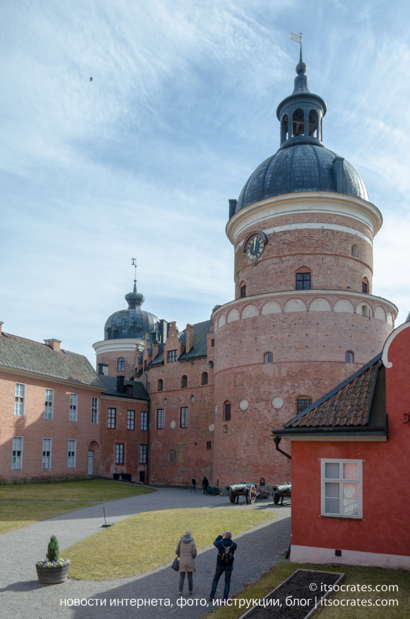 Замок Грипсхольм в Швеции, двор замка