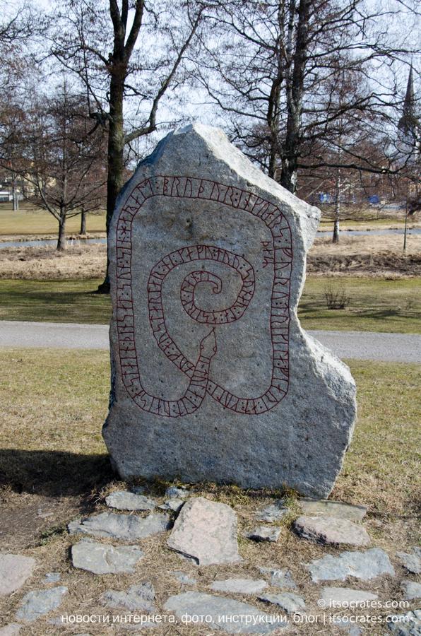 Замок Грипсхольм в Швеции - рунический камень Харальда