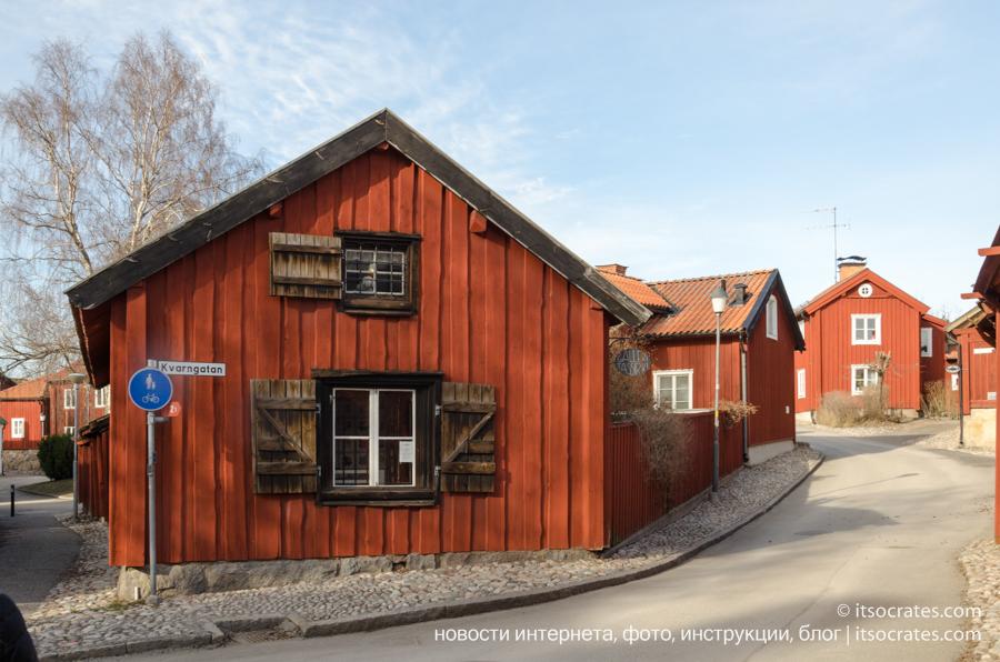 Пригород Стокгольма - Стренгнес город рядом со Стокгольмом - знаменитые шведские красные домики из дерева
