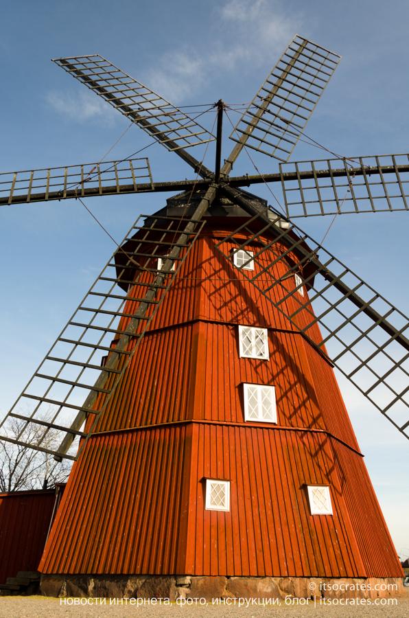 Пригород Стокгольма - Стренгнес город рядом со Стокгольмом - старинная деревянная мельница