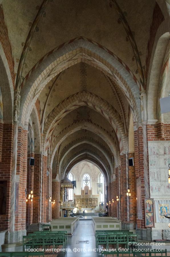 Пригород Стокгольма - Стренгнес город рядом со Стокгольмом - Кафедральный собор - своды внутри собора