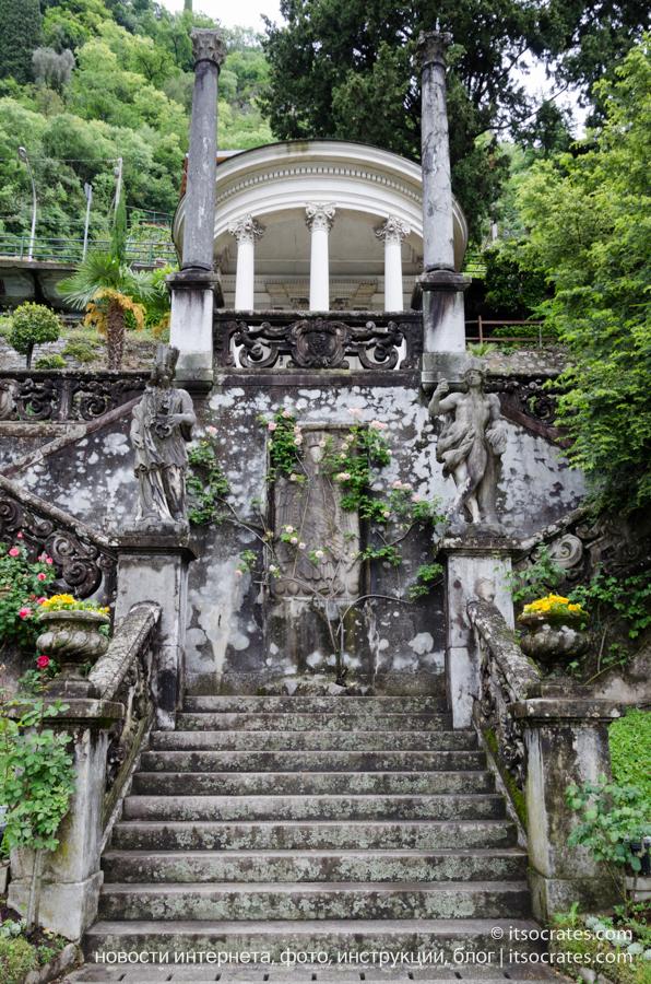 Вилла Монастеро в Варенне на озере Комо - беседка в саду Монастеро
