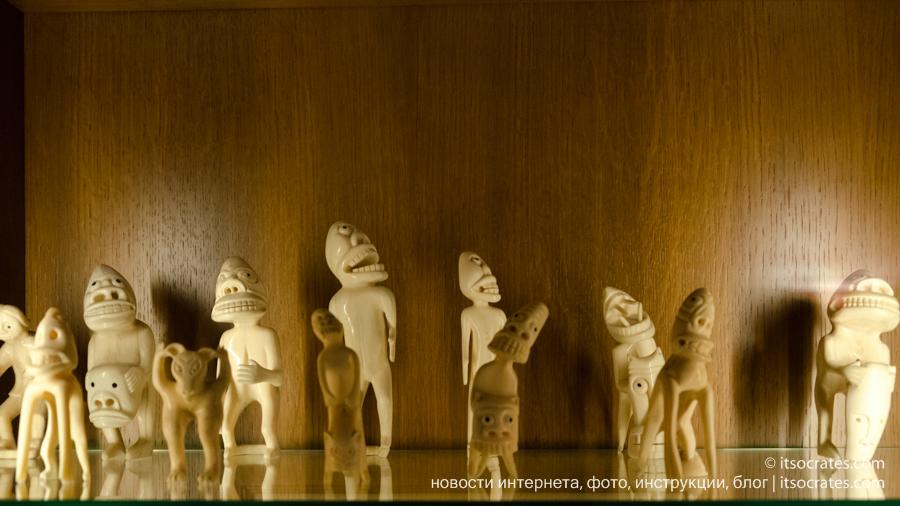 Музей виллы Бальбьянелло графа Гвидо Монзино, его коллекции и интерьер виллы Бальбьянелло - коллекция статуэток из африки