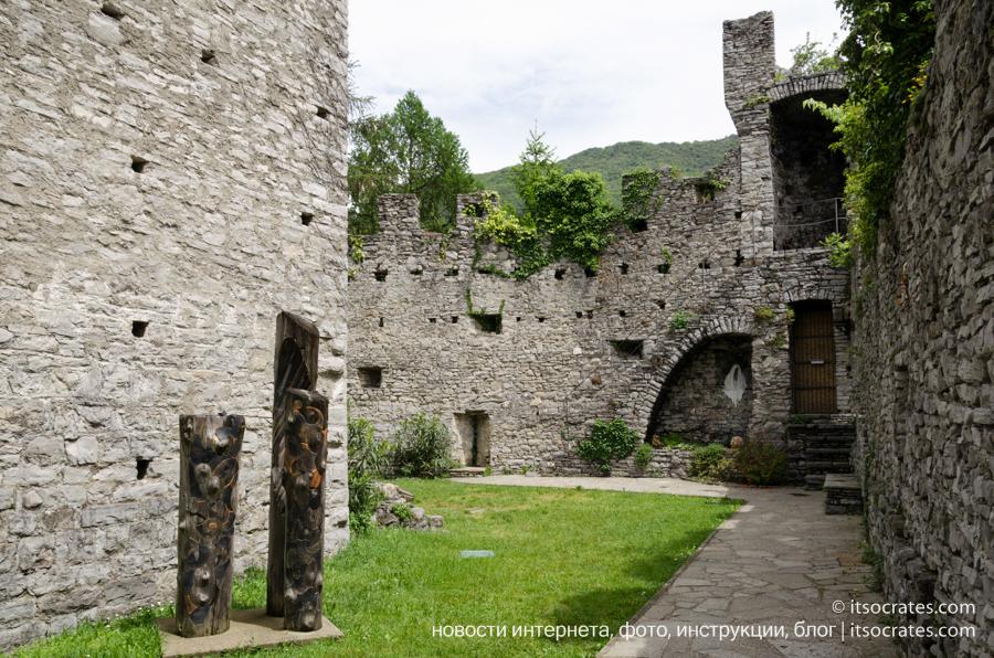Замок Вецио - развалины крепости Вецио у озера Комо
