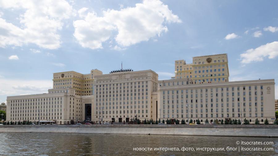 Фото прогулка на речном трамвайчике по Москве реке  - здание Национальный центр управления обороной Российской Федерации