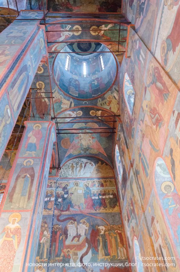 Соборы Кремля - роспись стен и потолка в Архангельском соборе