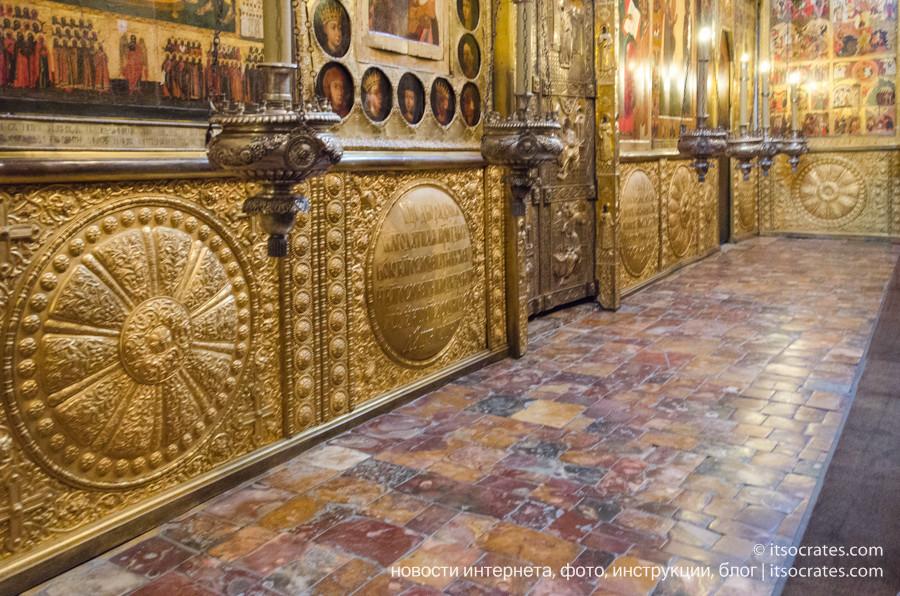 Соборная площадь в Кремле - иконостас в Благовещенском соборе