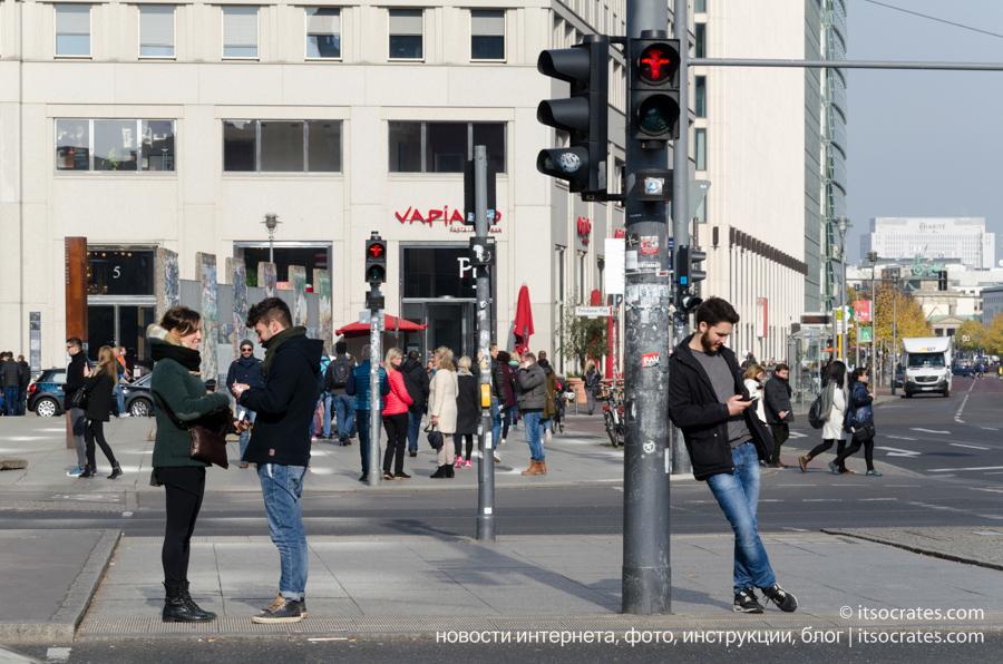 Достопримечательности Берлина - светофоры в Берлине - везде на магнитах и открытках