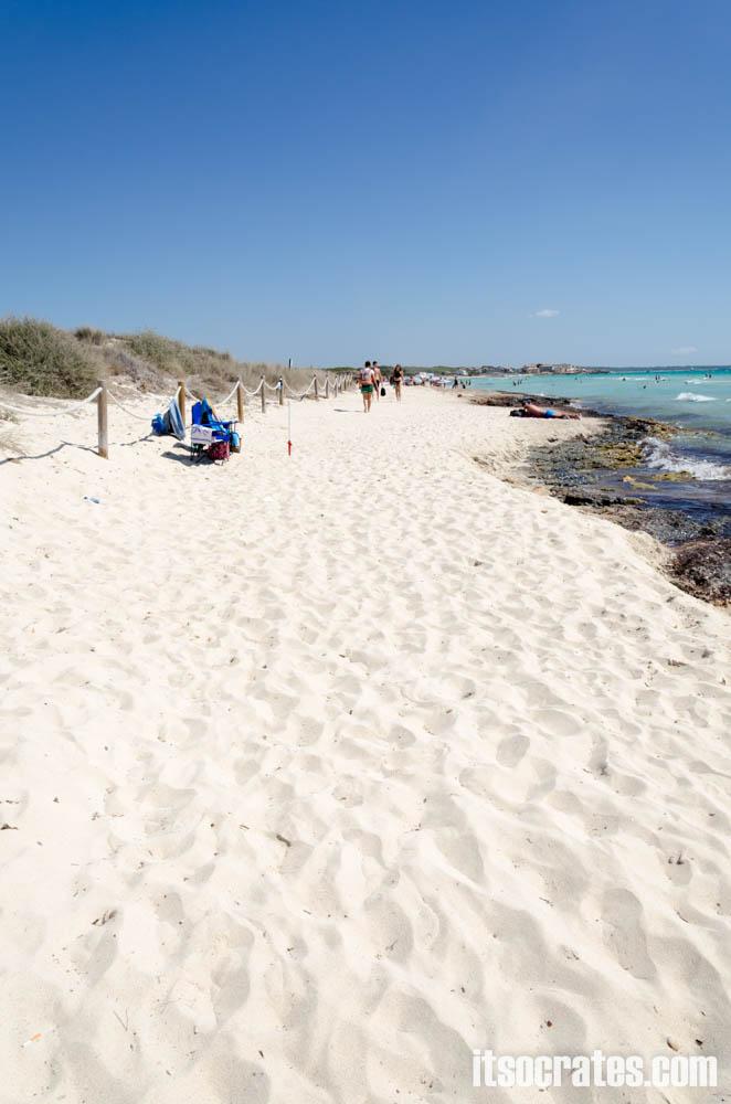 Пляжи острова Майорка - Эс Тренк - ветреный пляж с песочными барханами