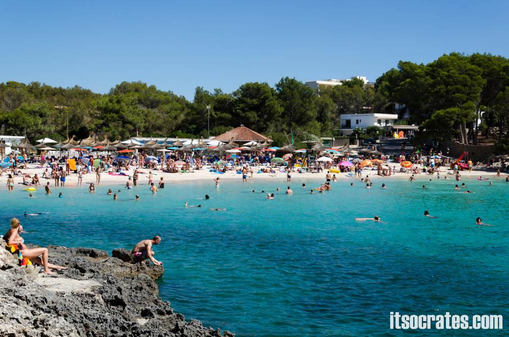 Пляжи острова Майорка - Кала Сантьяни - небольшой пляж в уютной бухте