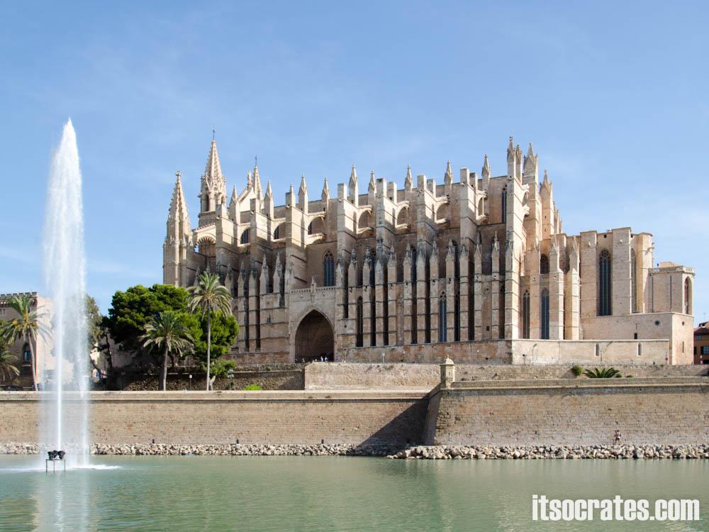 Кафедральный собор или Сэу - самый известный архитектурный памятник Пальма-де-Майорка