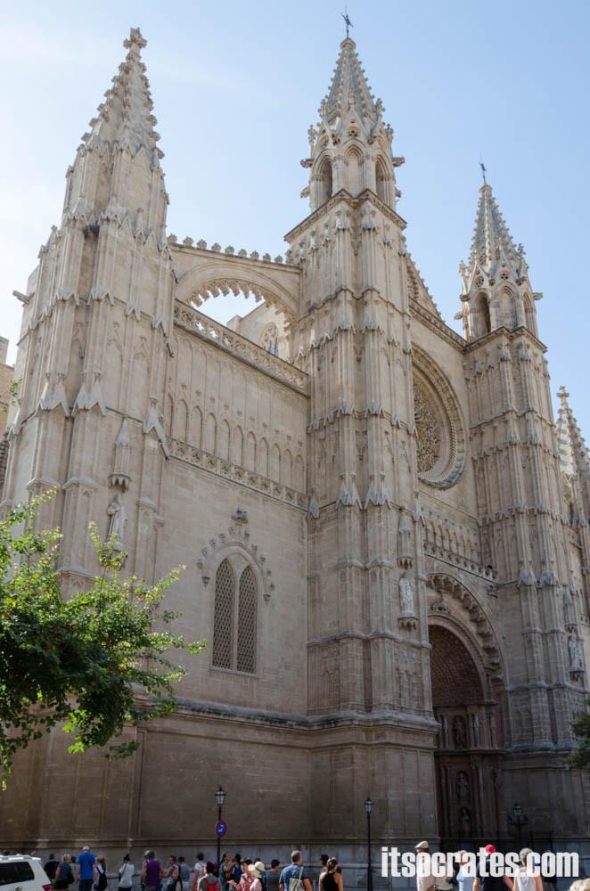 Кафедральный собор в Пальма-де-Майорка фасад и главный вход