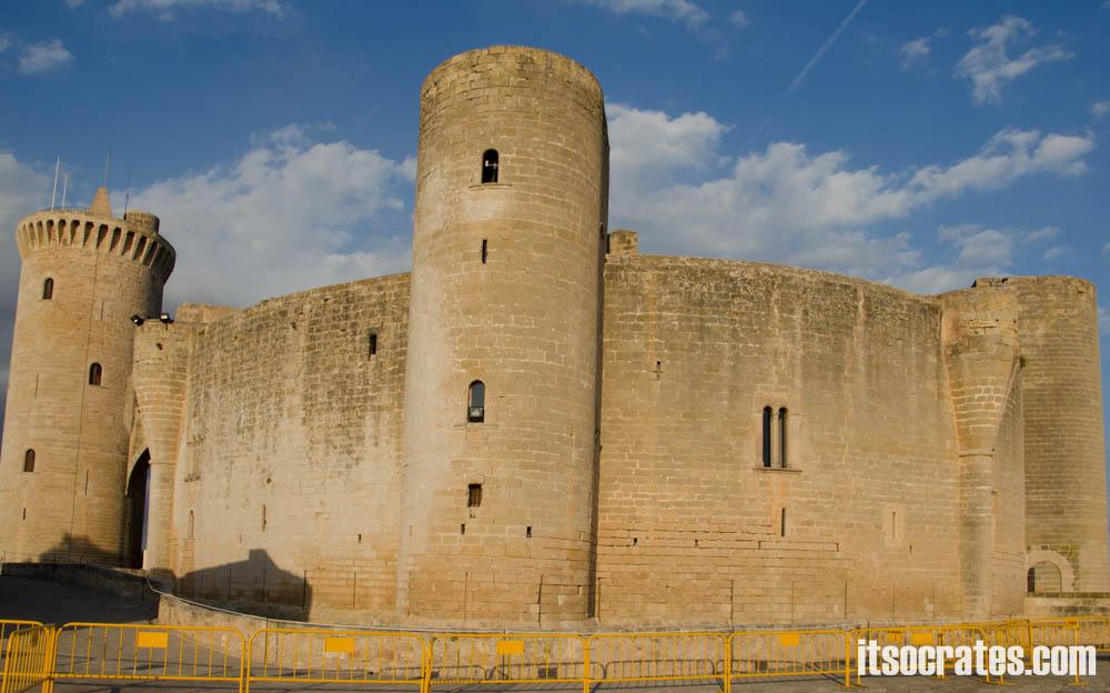 Замок Бельвер - старинная крепость с классным видом на Пальма-Де-Майорка, достопримечательности Майорки