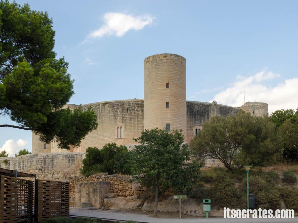 Замок Бельвер - одна из достопримечательностей острова Майорка