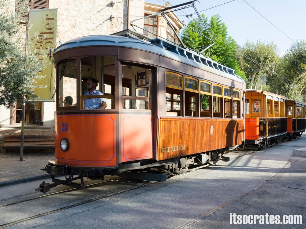 Порт Сольер на острове Майорка - трамвайная линия протяженностью в 5 км соединяет центр города с портом Сольера
