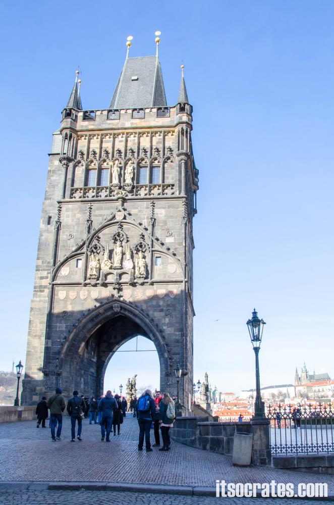 Карлов мост в Праге, Чехия - Староместская башня — защитница Карлова моста