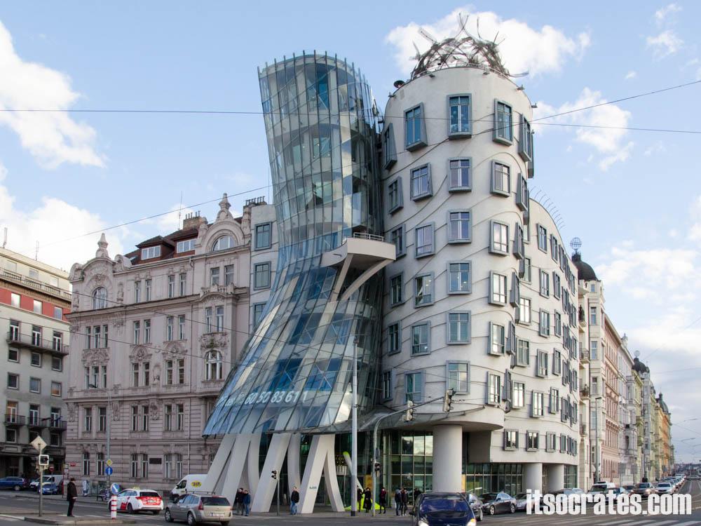 Достопримечательности Праги - Современная достопримечательность - танцующий дом