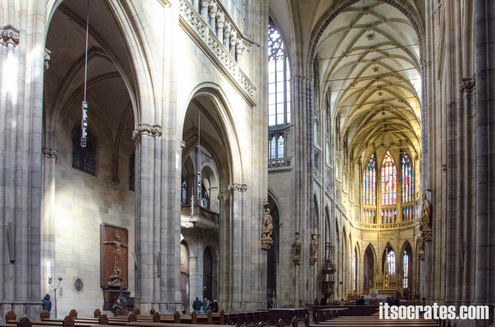 Прага - Собор Святого Вита - интерьер собора Вита