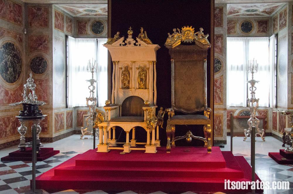 Замок Розенборг - главная достопримечательностей Копенгагена, Дания - трон короля и королевы