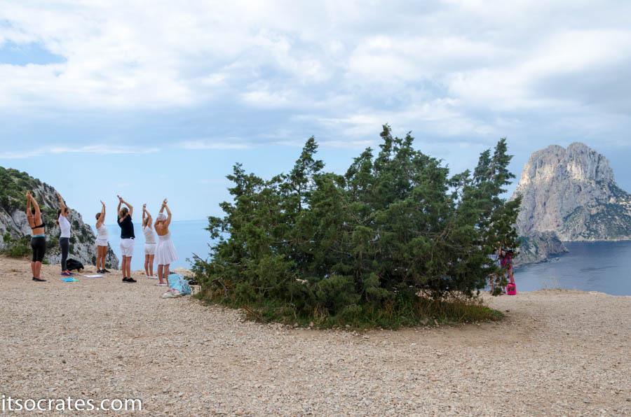 Ибица йога с видом на остров Верда