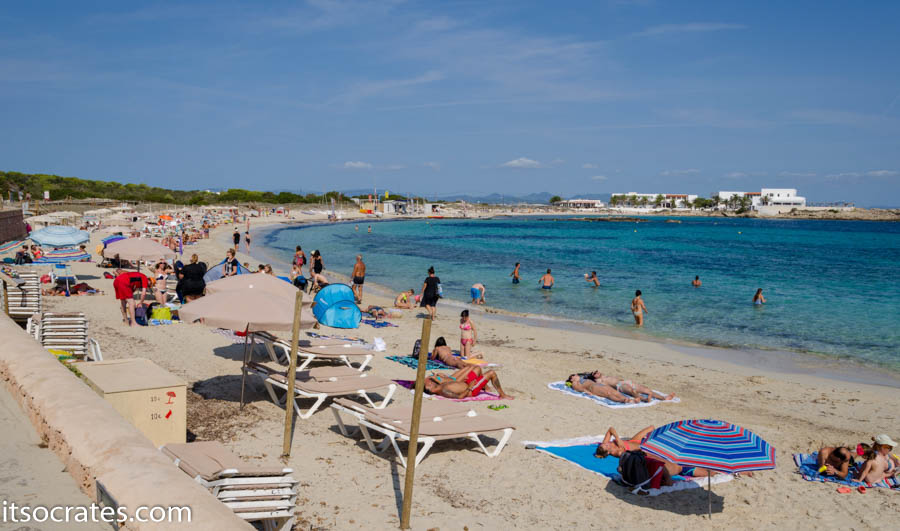 Пляж на остров Форментера в Испании